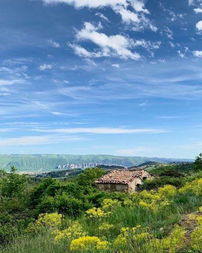 Vue du haut de Chabannes sur les Pénitents des Méés