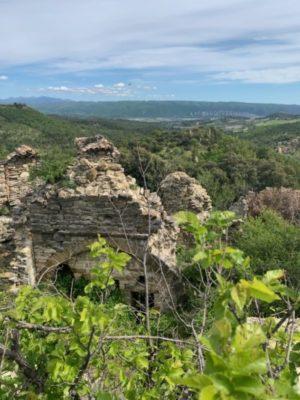 Maison abandonnée villag de chabannes vue sur les pénitents des mées